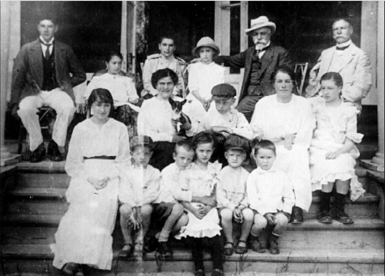Г. М. Будагов с семьей на Заельцовских дачах