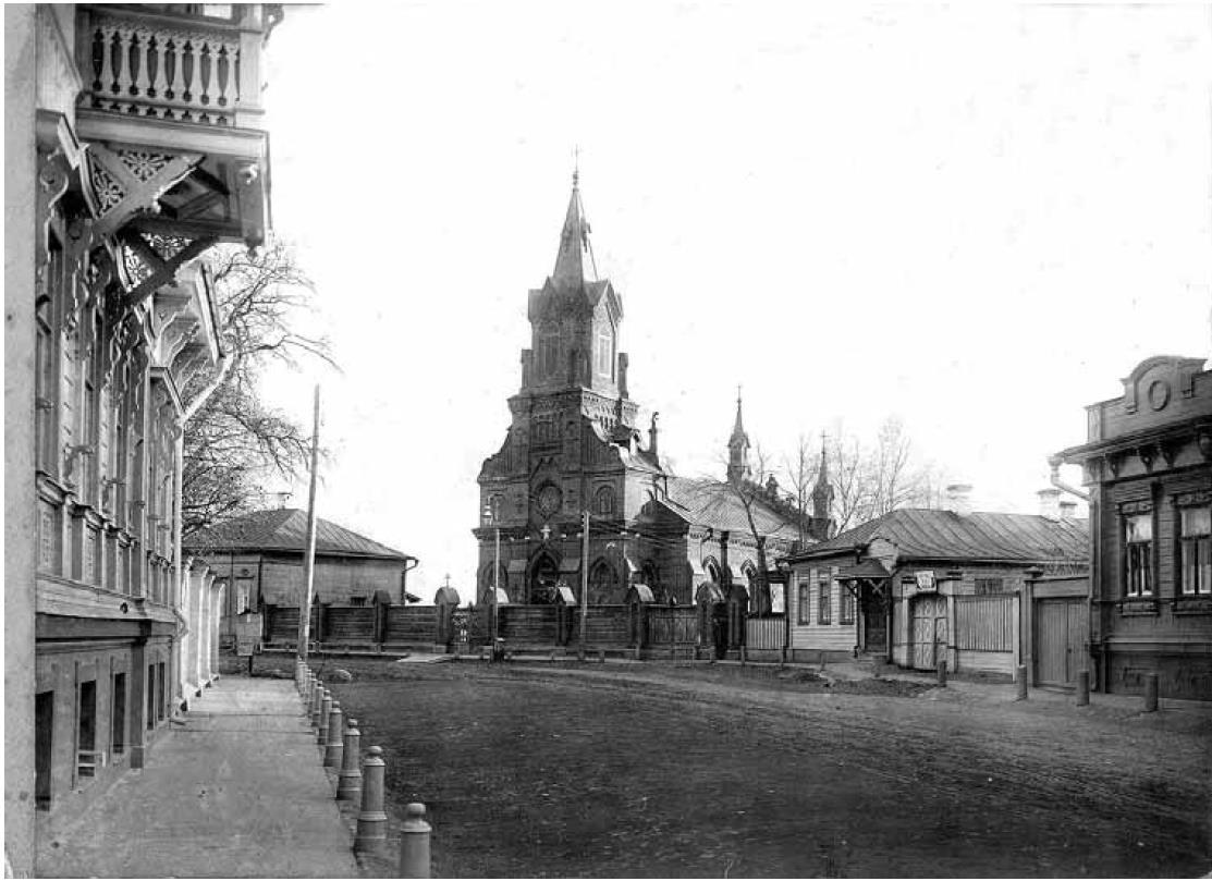 Куткин переулок. Вид с севера, со стороны Дворянской улицы. В центре католический костел Розария Божьей Матери. Иодко В.В. 1909-1917