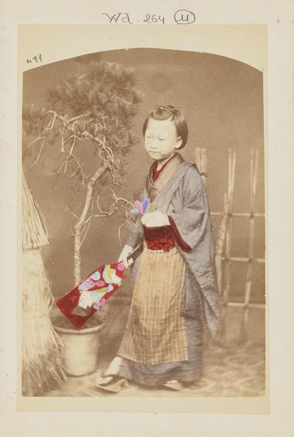 Девушка с ракеткой