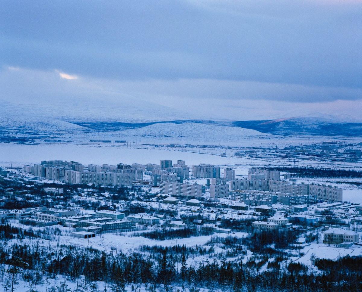 «Полярные ночи»: зимний Мурманск на снимках Саймона Робертса России, Мурманске, города, Рождество, огромной, показал, Фотограф, быстро, город, Мурманска, севере, провел, недели, заснеженные, Робертс, Саймон, Жители, очень, гордятся, температурам