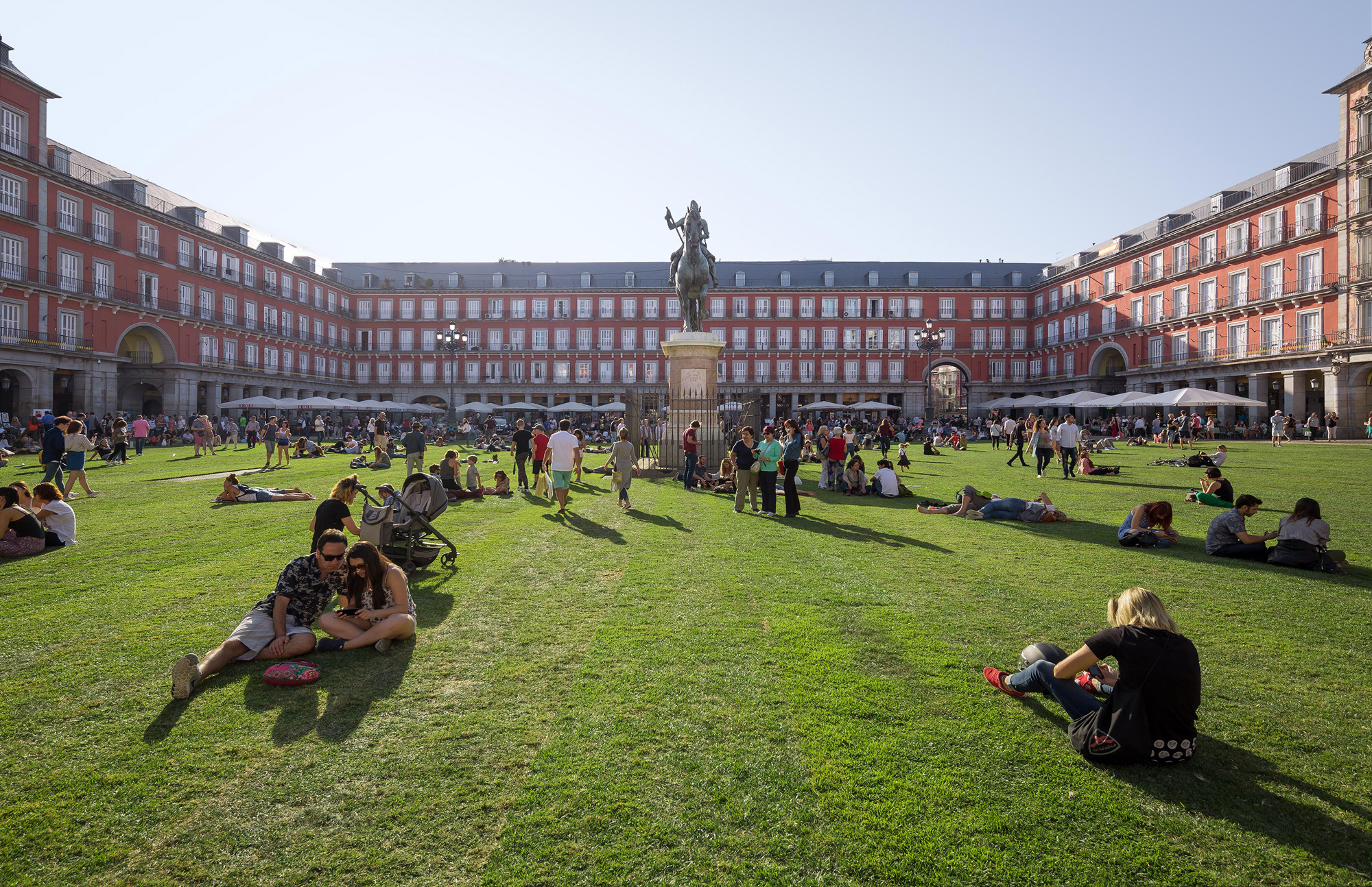 A Madrid Plaza Transformed Into a Temporary Park With Over 35,000 Square Feet of Grass
