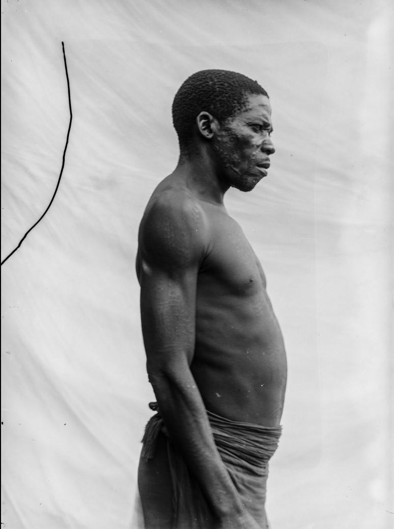 06. Антропометрическое изображение мужчины маконде