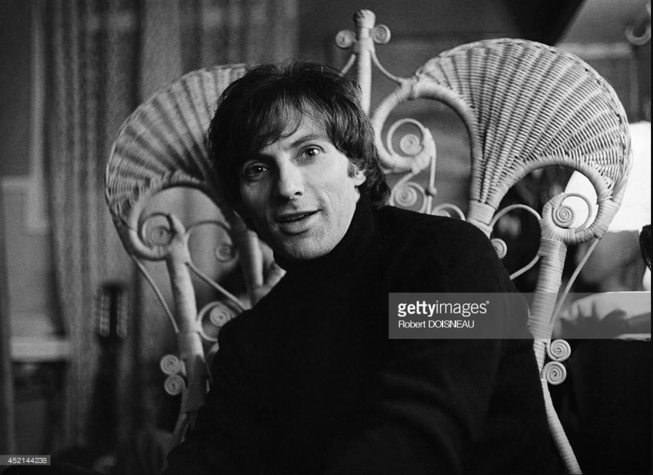 1964. Портрет французского певца Юга Офре, Париж