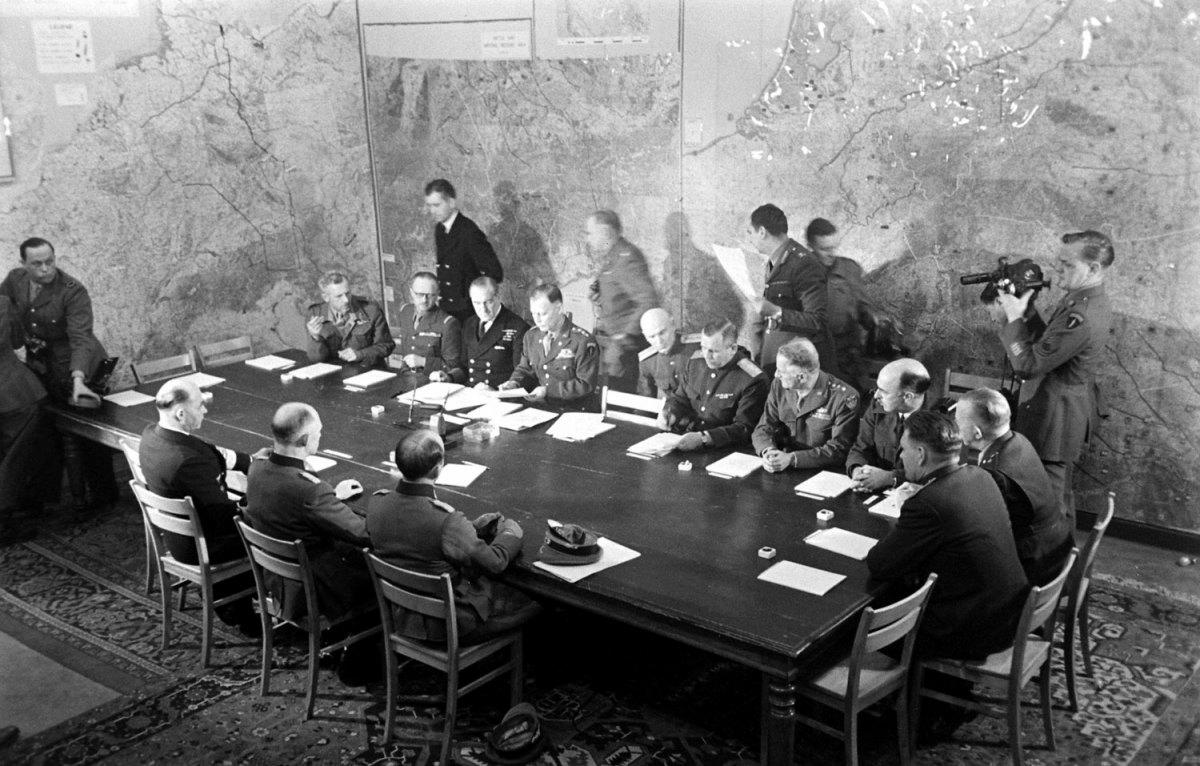 Фото подписание капитуляции Германии
