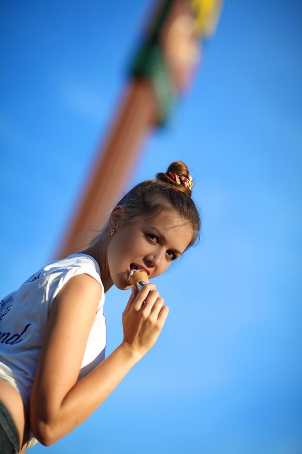 Девушка ест мороженое - Ice cream / Mila Ritz