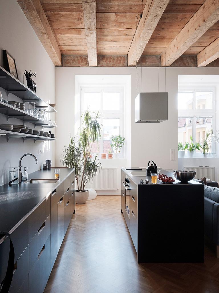 modern-apartment-wiht-hidden-room-3-1360x1813.jpg