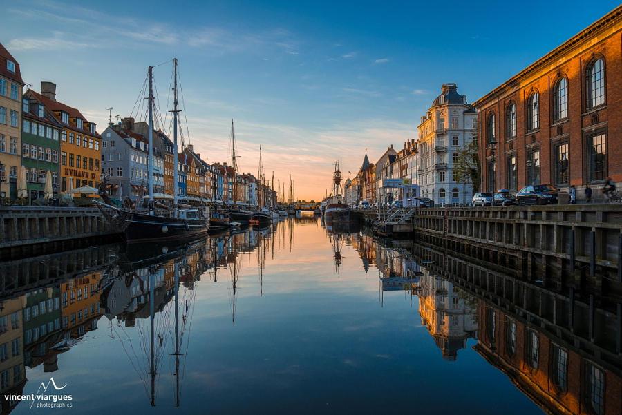 44.Восход в районе Нюхавн, Копенгаген.