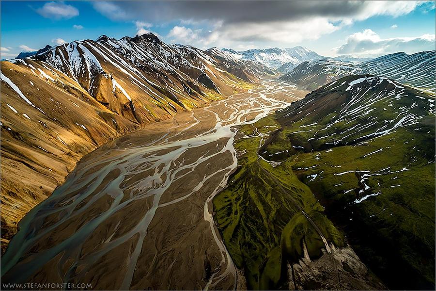 54.Снимок с дрона над Исландией.