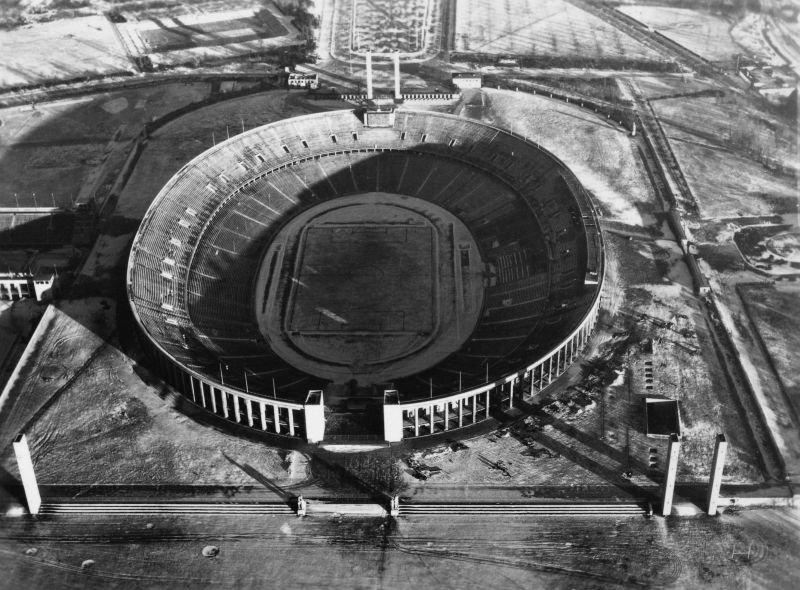 5. Олимпийский стадион – огромное овальное здание, созданное архитектором Вернером Мархом для