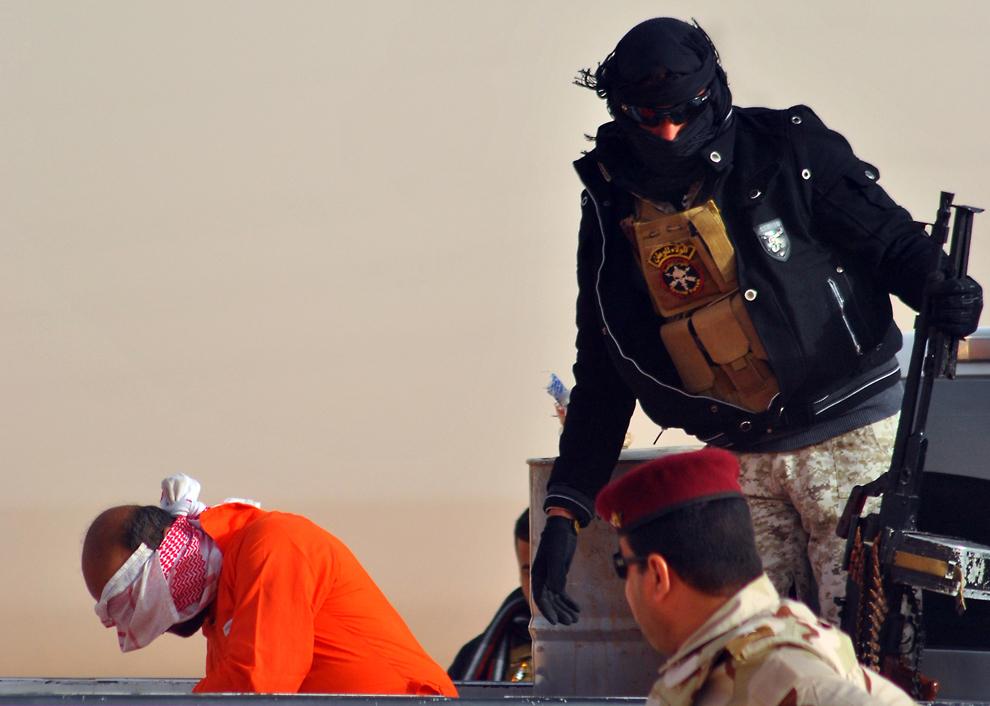 30. Один из трех боевиков, принимавших участие в убийстве шиитских паломников недалеко от Рамади в п