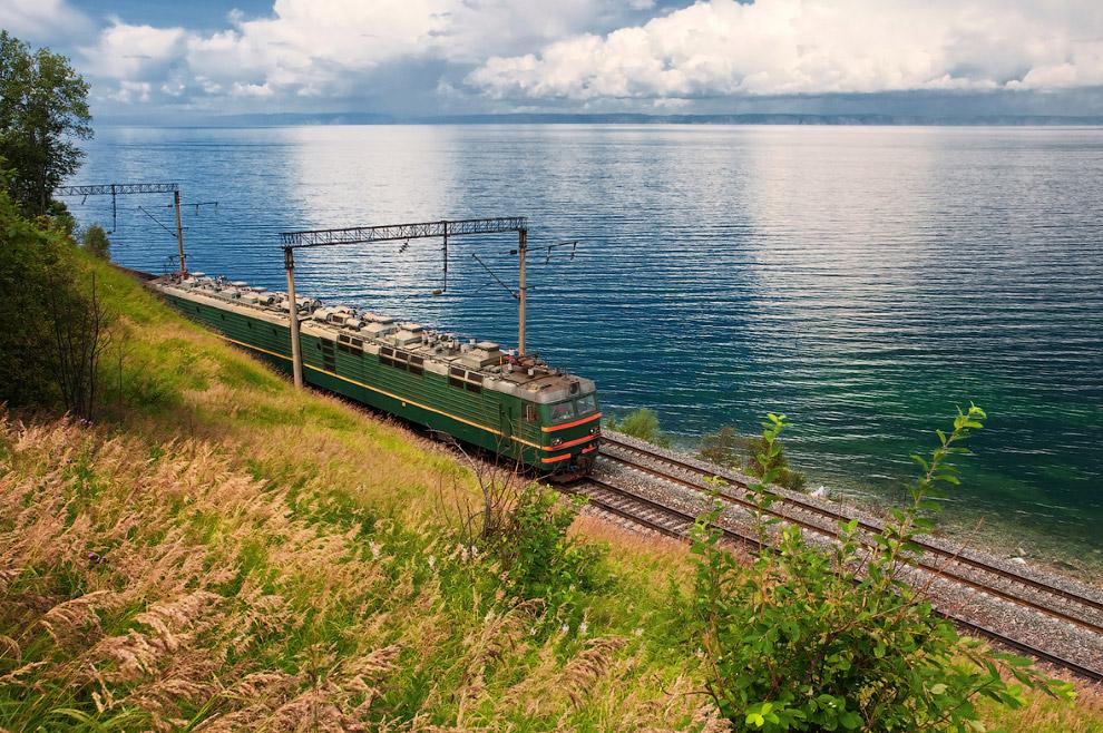 3. Современное значение максимальной глубины озера — 1642 метра — было установлено в 1983 году.