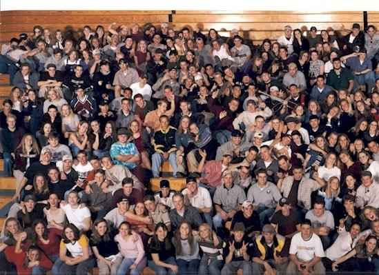 Массовое убийство в школе «Колумбайн».  Этот снимок был сделан за две недели до массового уби
