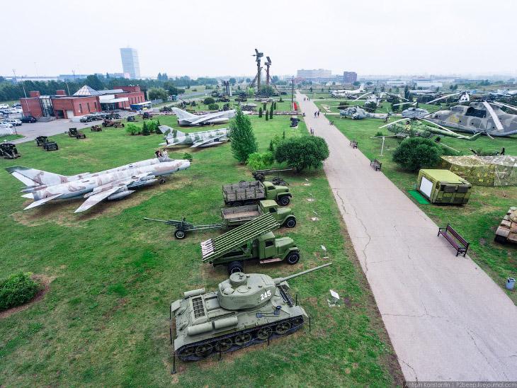 2. В техническом музее в Тольятти находится более 460 различных экспонатов. Это авиация, космонавтик