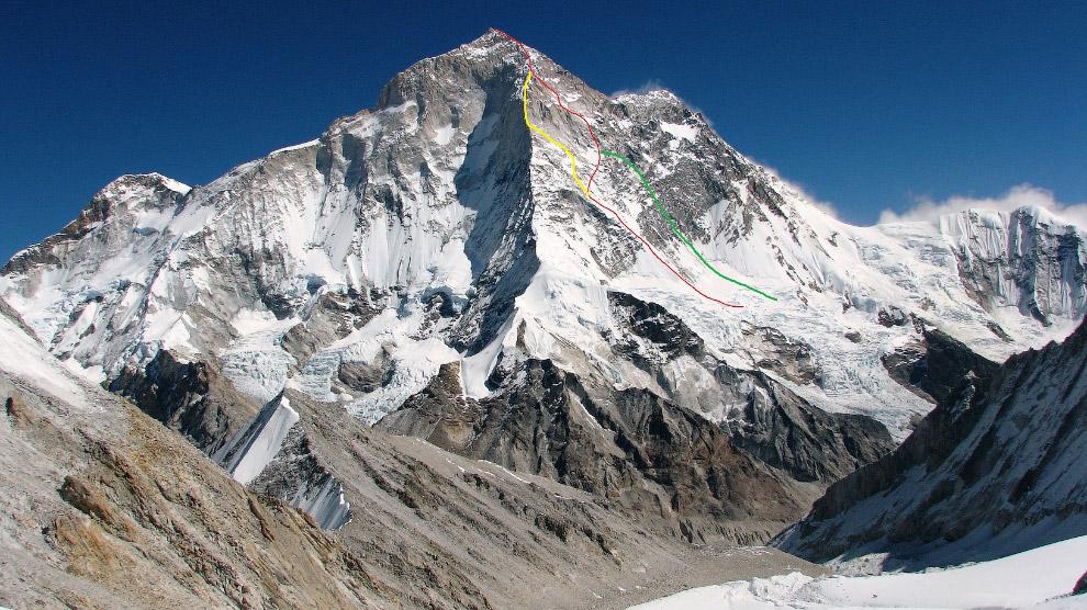 Первая успешная экспедиция случилась в 1955 году. Французские альпинисты под руководством Лионе