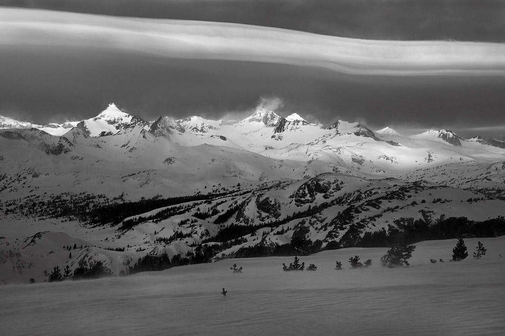 Грозовые облака. (Фото Peter Essick).  Также смотрите « Черно-белое », « Искусство фотографи