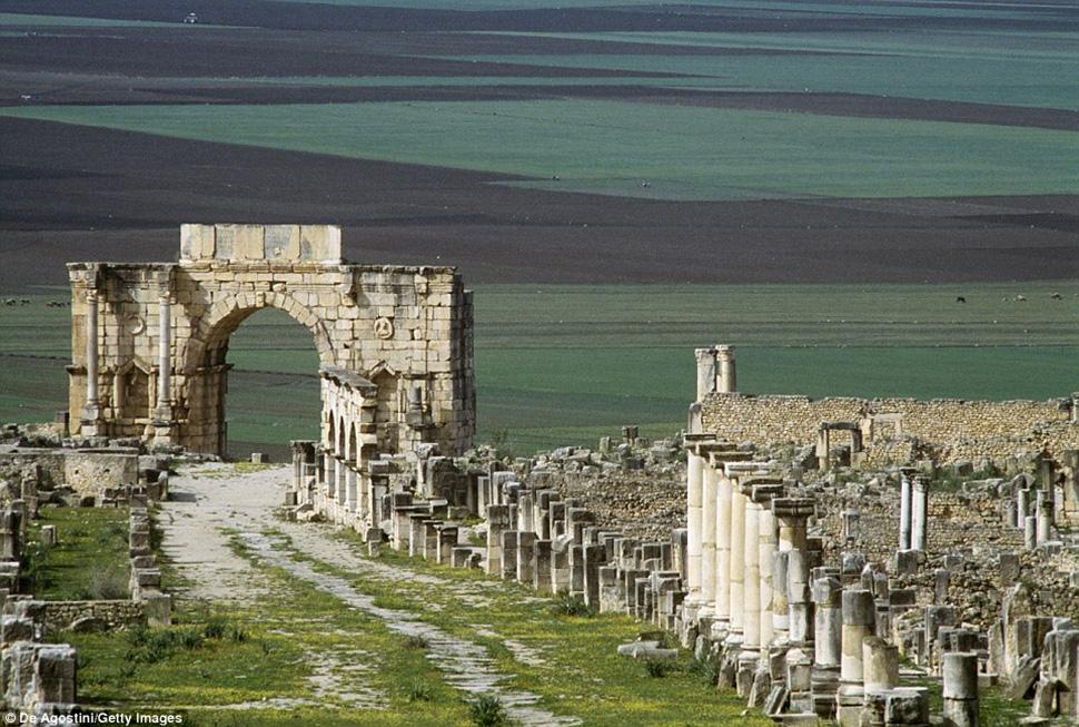 Вряд ли кому придет в голову искать развалины городов Римской империи в Марокко, поэтому на развалин