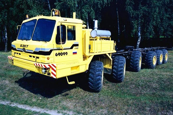БАЗ-64031 Автомобиль-тягач, предназначенный для транспортировки прицепов по дорогам и пересеченной м