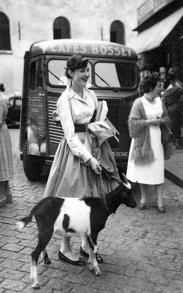 На экскурсию в Париж: столица Франции в объективе фотографа-любителя в 1955 году (20 фото)