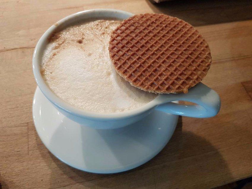 Стропвафли, Нидерланды Изобретенные в начале XIX века скромным пекарем в городе Гауда, эти сладкие «
