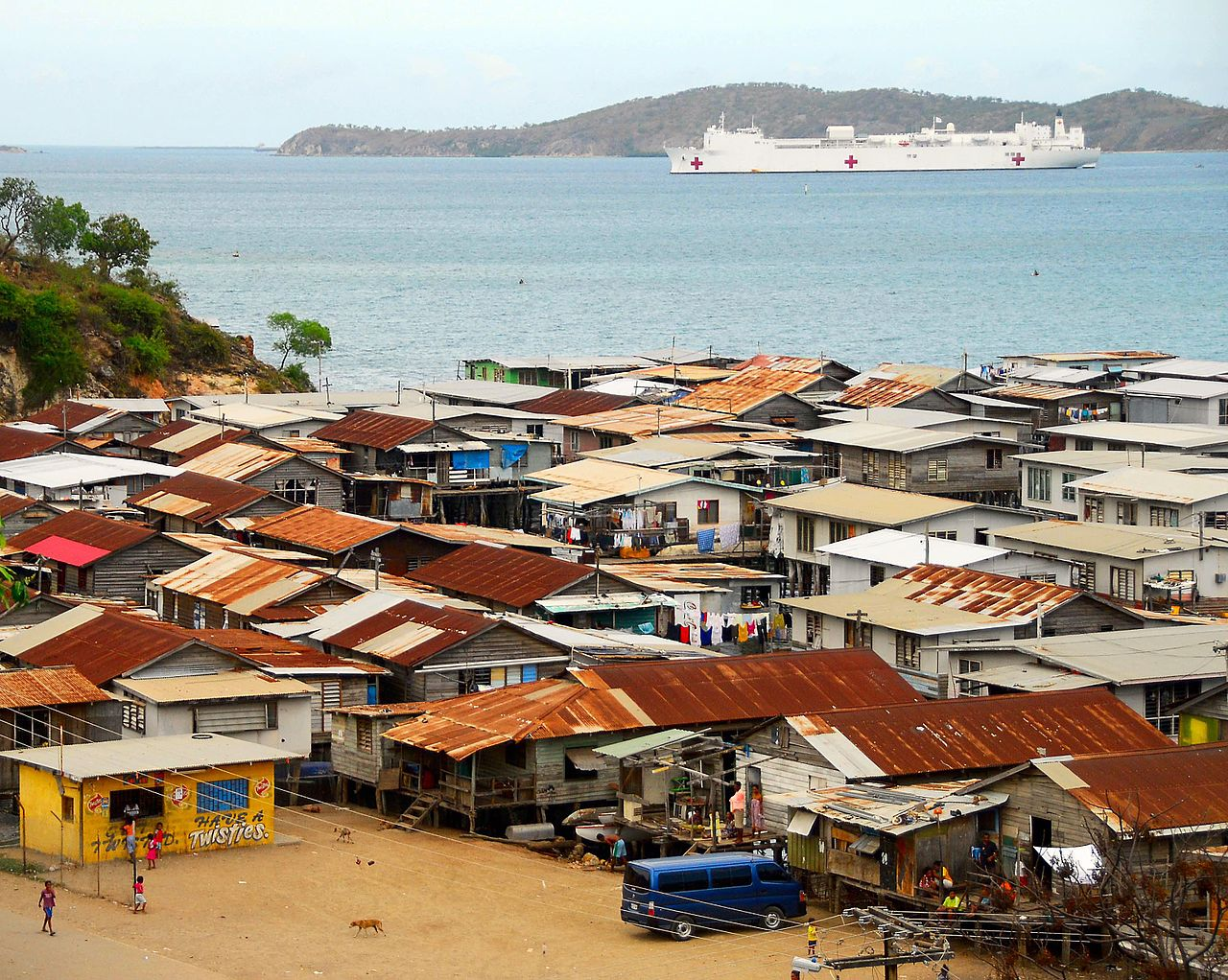Трущобы Порт-Морсби (причем не самый худший район города). Во-первых, до среднего возраста все равно