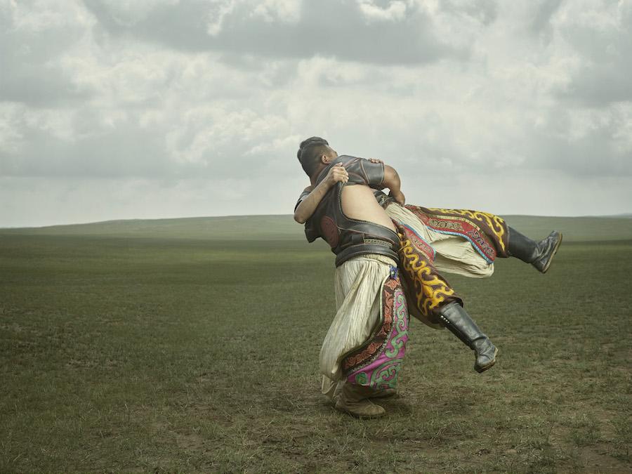 Из 69 ёкодзун, как называют величайших борцов сумо, всего четыре неяпонца, и двое из них — монголы.