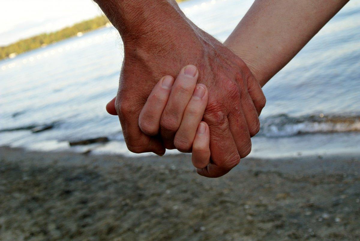 О вас рассказывает не только лицо. У мужчин длина пальцев связана со степенью подверженности онколог