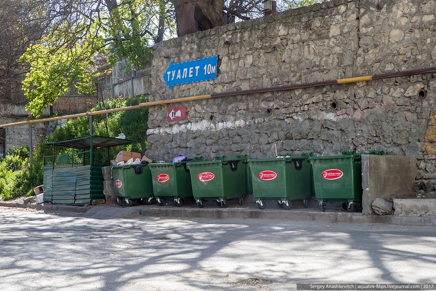 11. Но при этом появились контейнеры у входа в Комсомольский парк. Ох, не повторилась бы истори