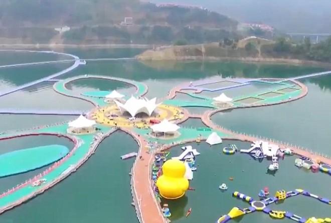 Очередное чудо света – китайская плавающая дорожка (4 фото)