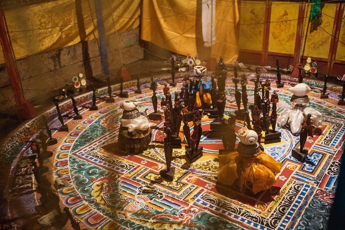 18. Мандала Ваджракилаи. Основным атрибутом этого будды является трехгранный кинжал килая (или «пхур