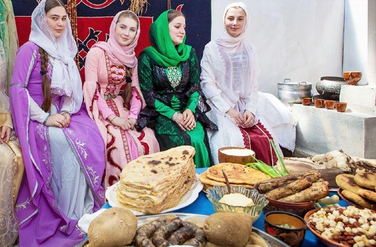 Жижиг-галныш — первое блюдо, о котором пишут все путешественники. Это галушки с мясом, бульоном и че