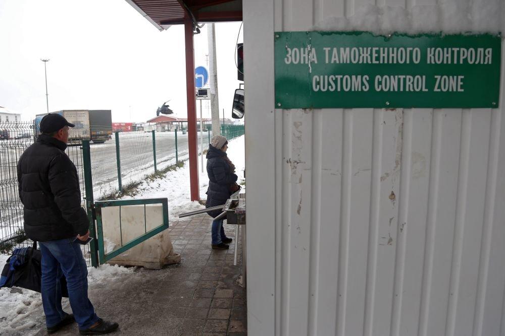 Награнице сЭстонией тоже очереди— свидетели