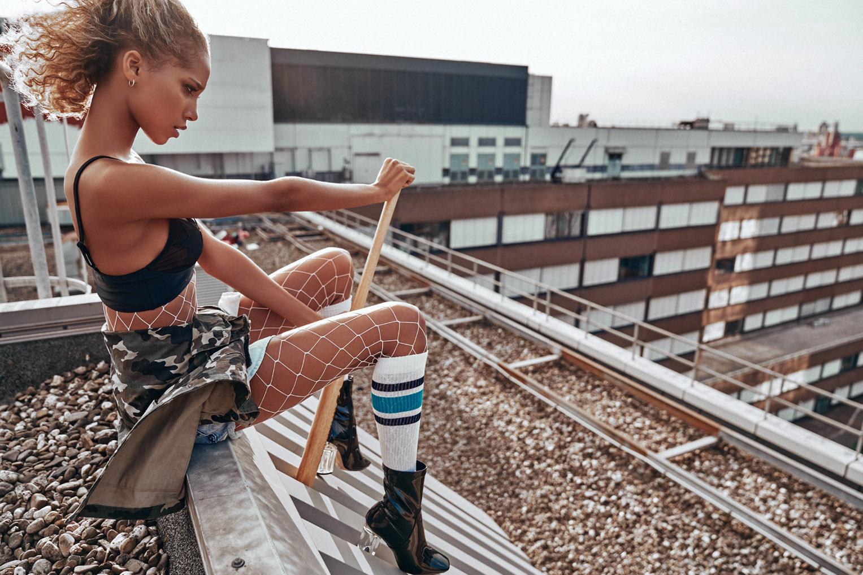 Прогулка по крышам с бейсбольной битой - Джанин Риззе / Janine Risse by Alexei Bazdarev - Rooftop BadGal