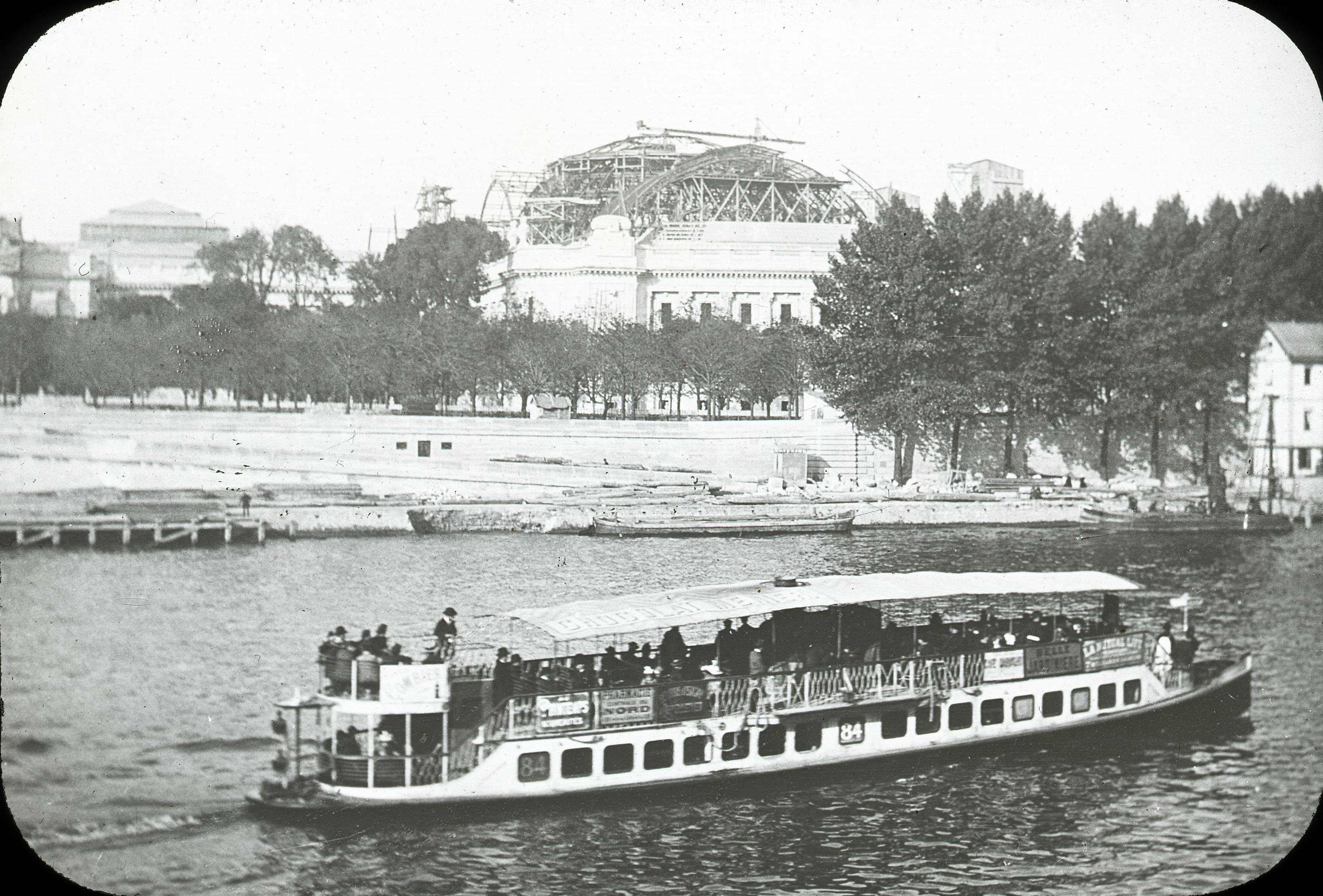 Строительство Малого дворца Изящных искусств. Вид с Сены