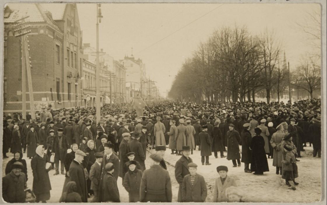Празднование Февральской революции в Выборге. Торкельская улица