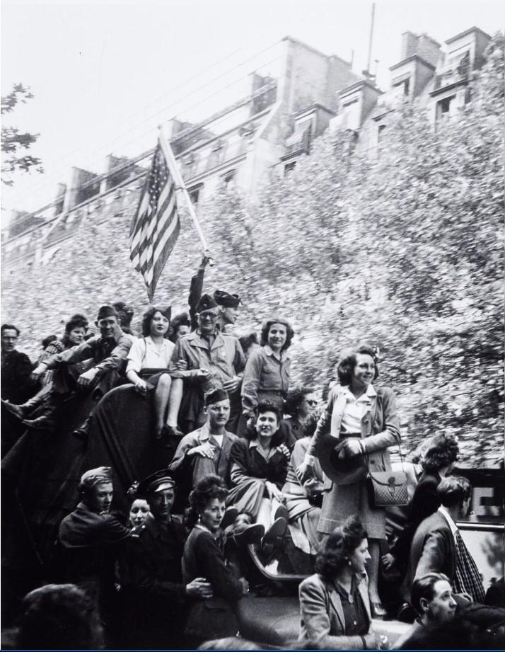 1945. 8 мая в Париже