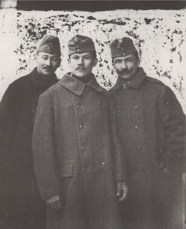 Военнопленные австрийцы, работавшие в аптеке Бреннера. 1917. За эту фотографию его расстреляют в 1937