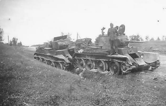 T-26_Anisimowa_July_1941.jpg