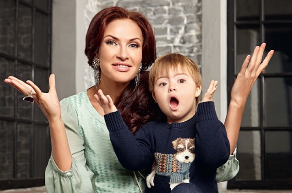 10 звездных родителей, которые растят особенных детей (10 фото)