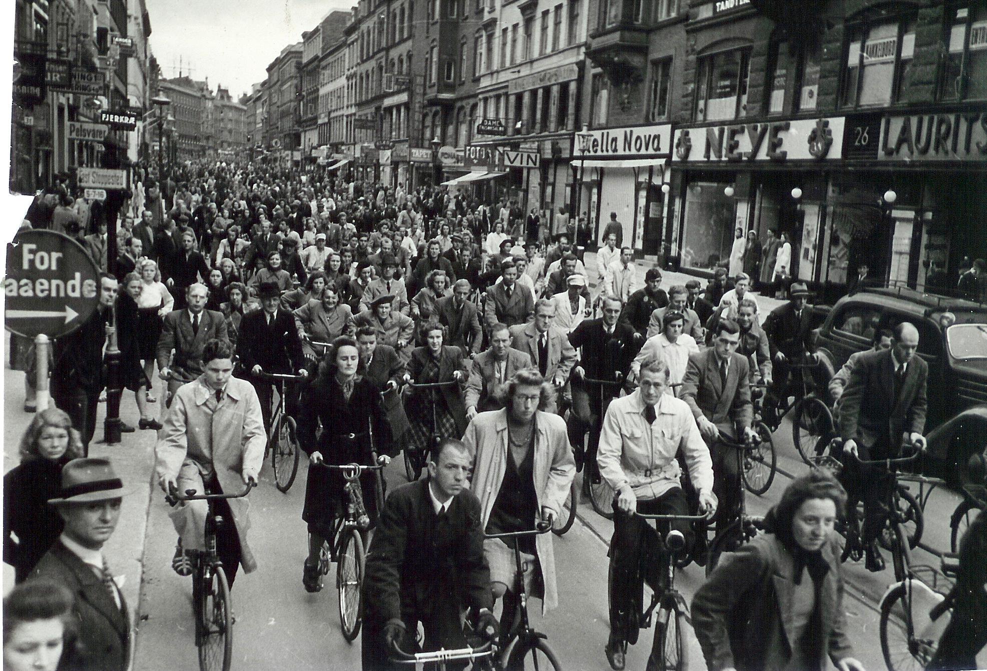 1940. Велосипедисты в Нёрребро