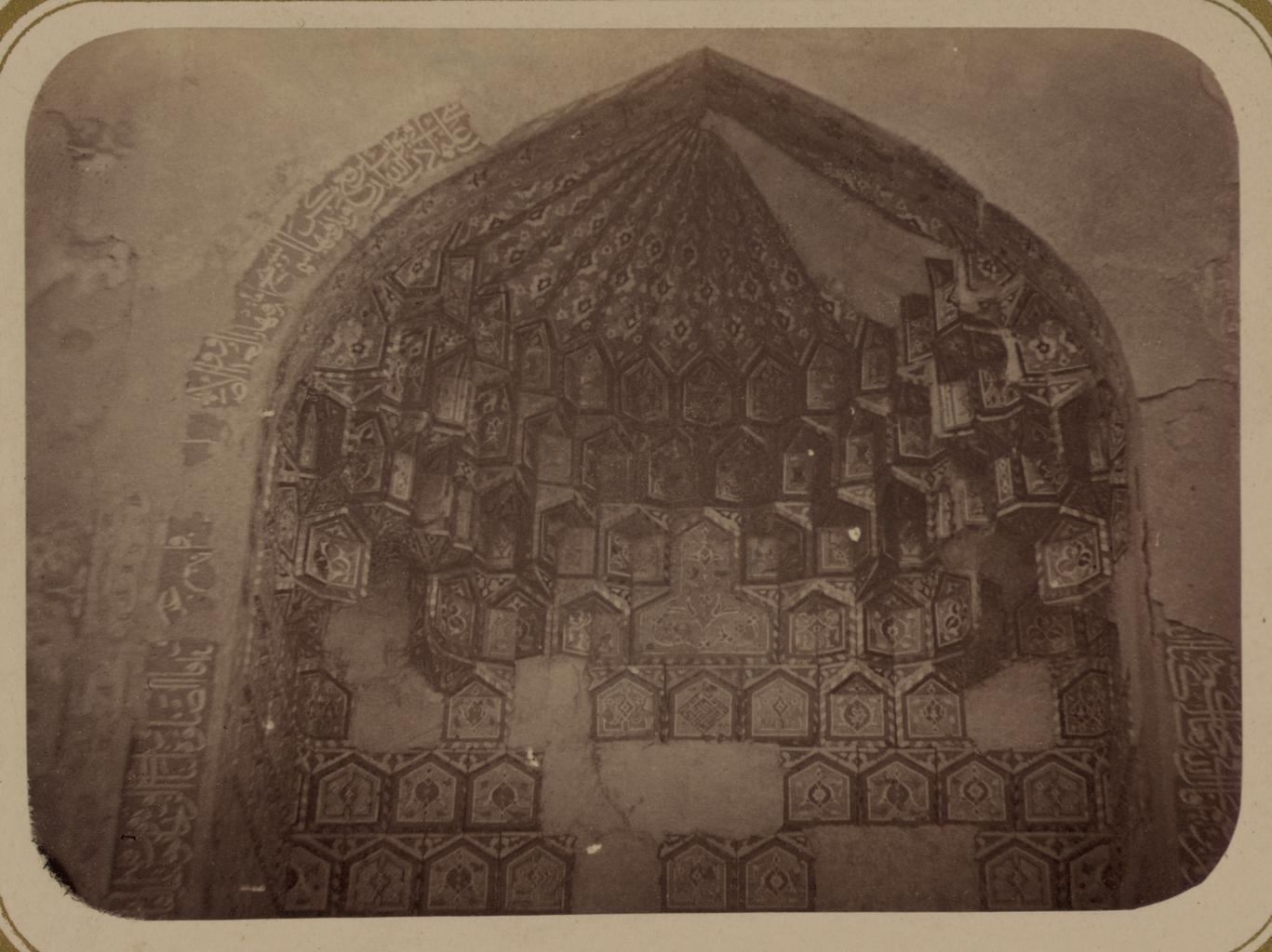 Мавзолей Айнэ-Ханэ (эмира Муссы). Верхняя деталь внутренней ниши