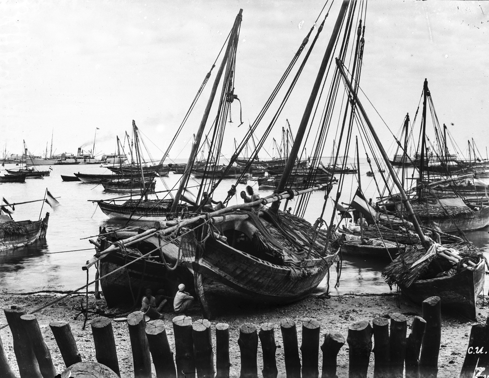 164. Вид на берег и большое количество морских судов в Дар-эс-Саламе