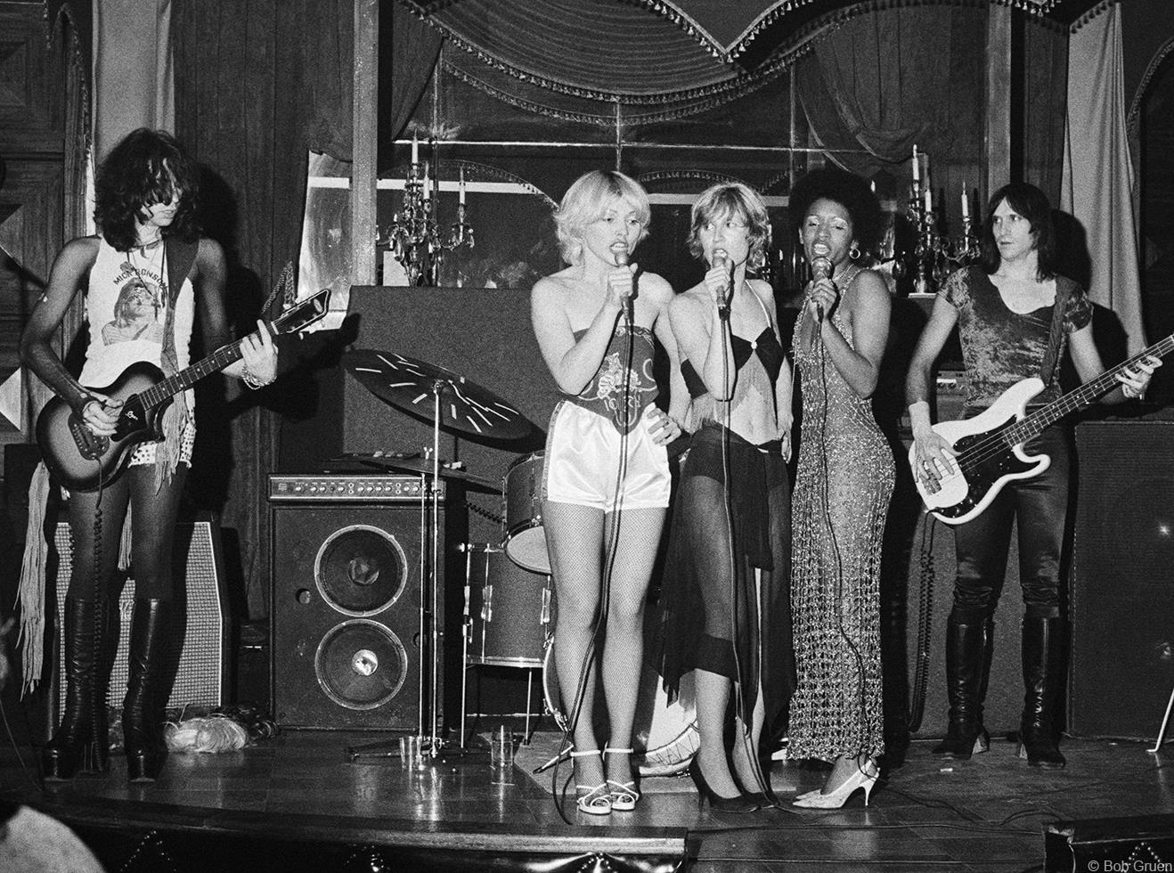 1974. «Stilettos»