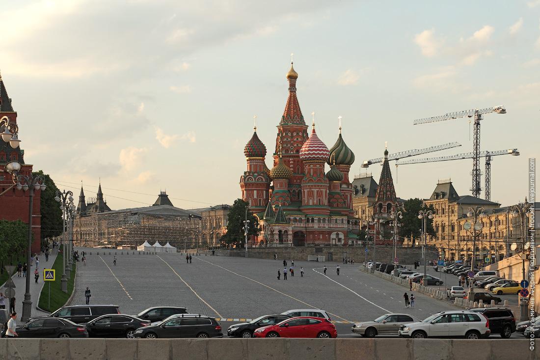 Площадь Васильевский спуск и храм Василия Блаженного