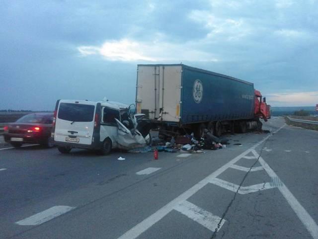 Ужасное ДТП на Николаевщине: Микроавтобус столкнулся с грузовиком - 8 погибших. ФОТО