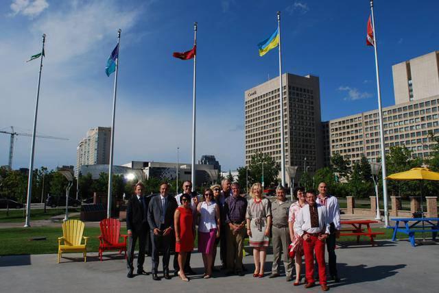 Над мэрией Оттавы в честь Дня независимости Украины поднят украинский флаг. ФОТО