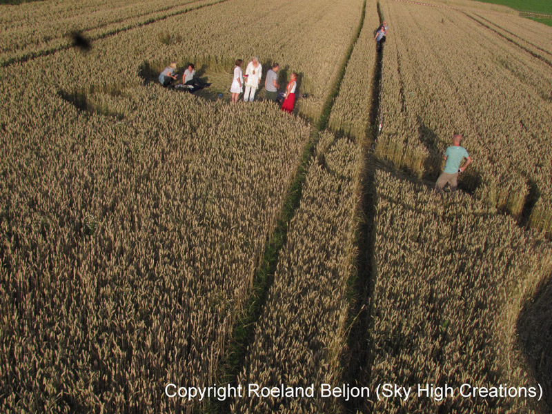 UFO's, graancirkels, symbolen in het veld, tarwe gebied, raadsels cirkels, geheim, vreemdelingen