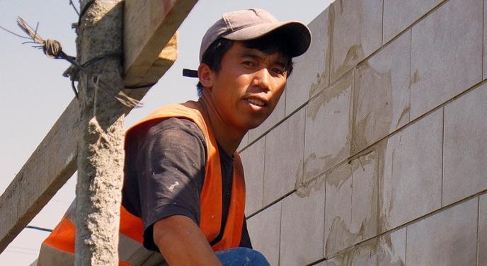 Три тысячи мигрантов потеряют работу вНовосибирской области