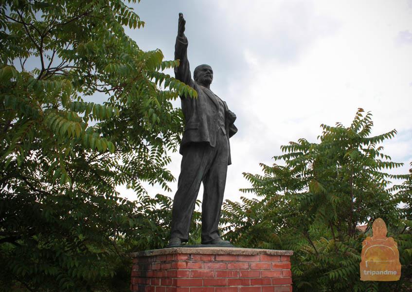 Ленина в Будапеште любить заставляли