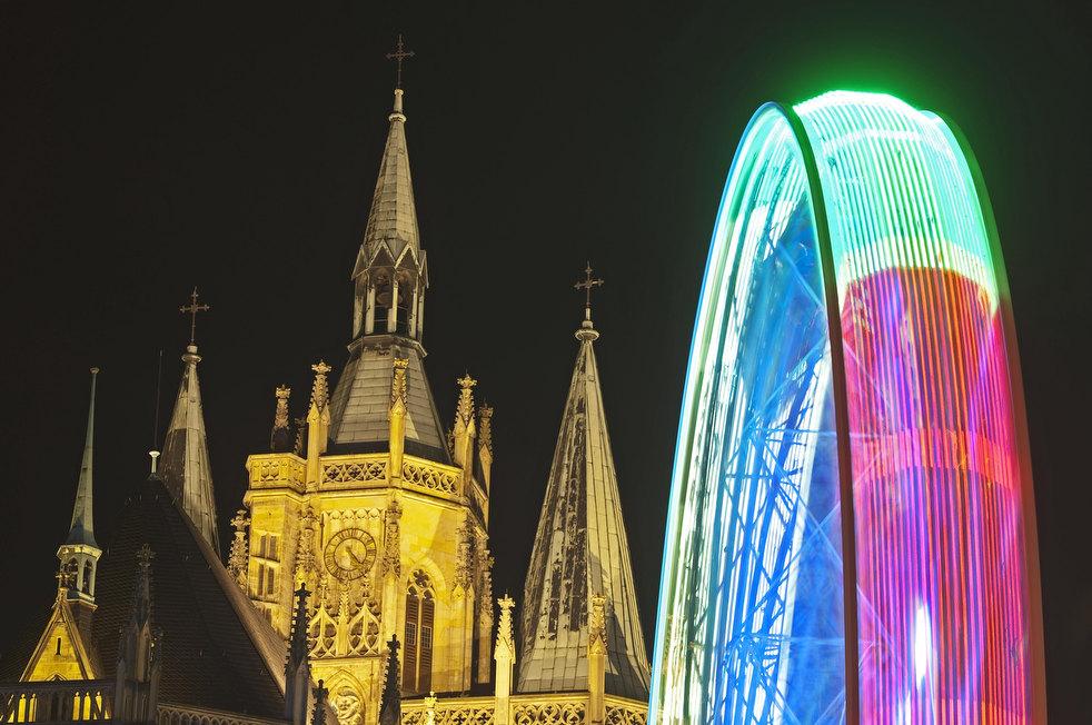 8. Колесо обозрения перед собором святой Марии в Эрфурте. (AP / Jens Meyer)