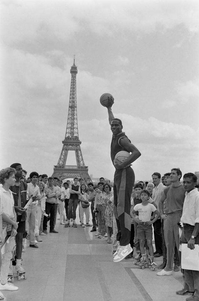Майкл Джордан в Париже, 1985 год.